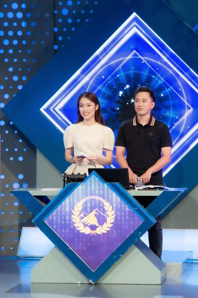 Chính thức: Khánh Vy là MC mới của Đường Lên Đỉnh Olympia-2