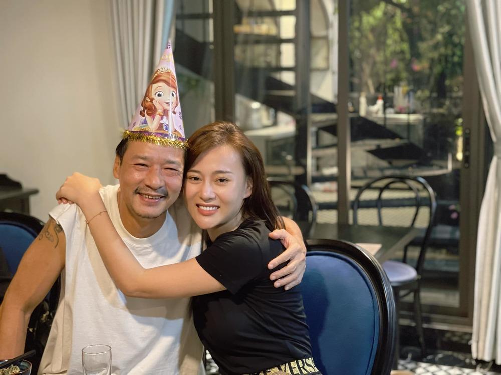 Dự sinh nhật Phương Oanh, Mạnh Trường lôi thôi khác xa phim-2