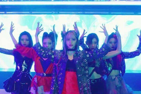 ITZY bùng nổ visual trong MV comeback, nhạc đùng đoàng cực bắt tai-1