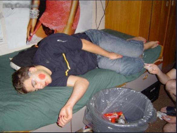 Các ông bô biến thành nạn nhân vì trót ngủ khi nhóc tì còn thức-6