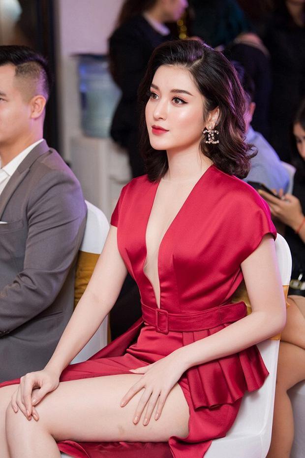 Nghịch lý mỹ nhân Việt: Mặc váy xẻ cao vẫn phải che đậy cho đỡ lộ hàng?-7