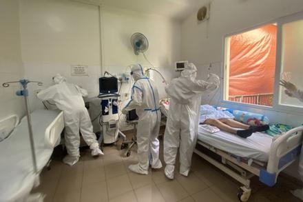 Xúc động bệnh nhân COVID-19 xin ở lại bệnh viện: 'Tôi chỉ về nếu đi cùng bố'