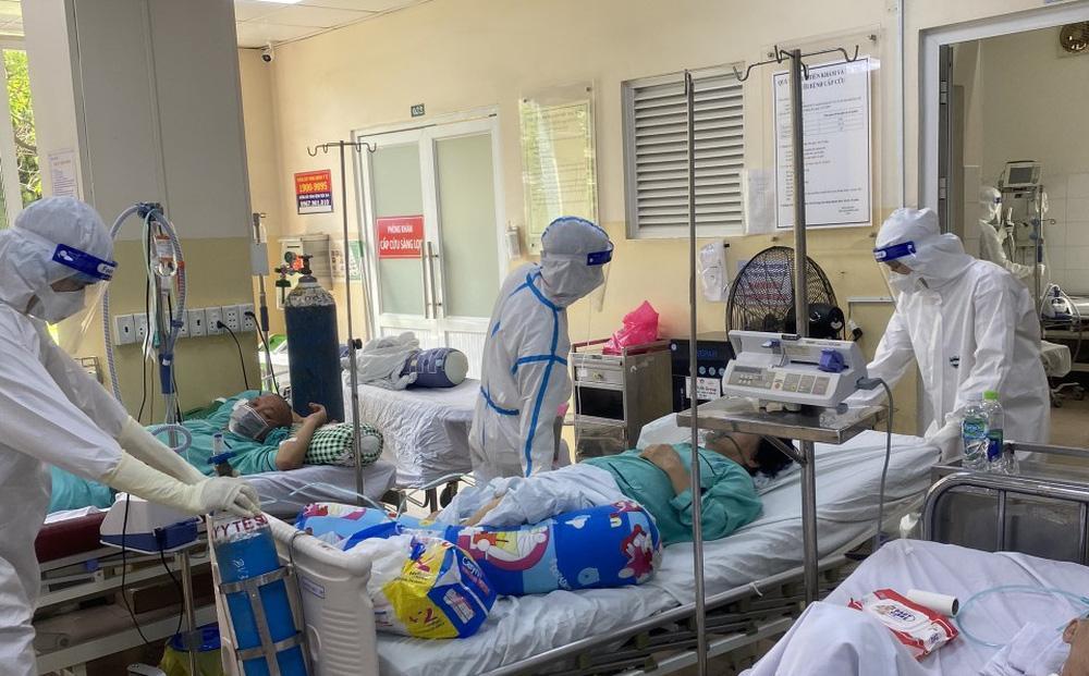 Xúc động bệnh nhân COVID-19 xin ở lại bệnh viện: Tôi chỉ về nếu đi cùng bố-1