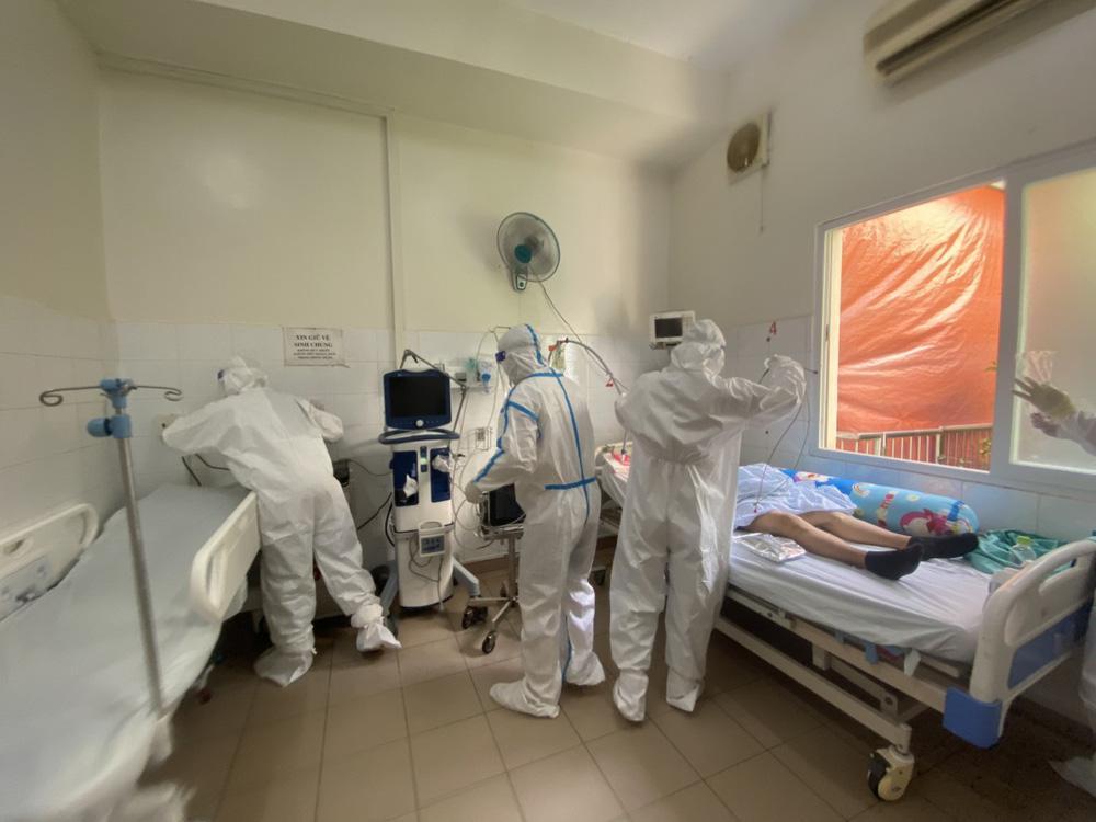 Xúc động bệnh nhân COVID-19 xin ở lại bệnh viện: Tôi chỉ về nếu đi cùng bố-3