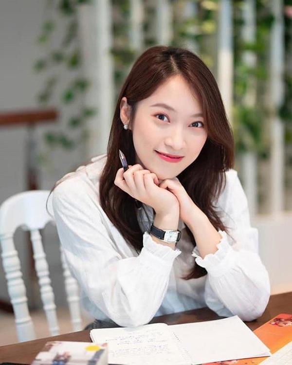 Khánh Vy 22 tuổi làm MC nổi tiếng, dân mạng lầy lội show tuổi 22-1