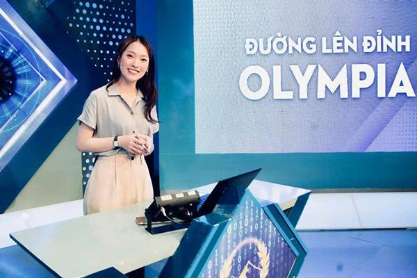 Khánh Vy 22 tuổi làm MC nổi tiếng, dân mạng lầy lội show tuổi 22-2