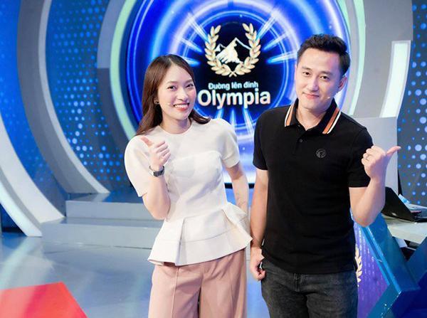 Khánh Vy 22 tuổi làm MC nổi tiếng, dân mạng lầy lội show tuổi 22-3