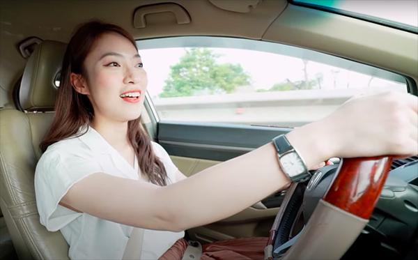 Khánh Vy 22 tuổi làm MC nổi tiếng, dân mạng lầy lội show tuổi 22-5