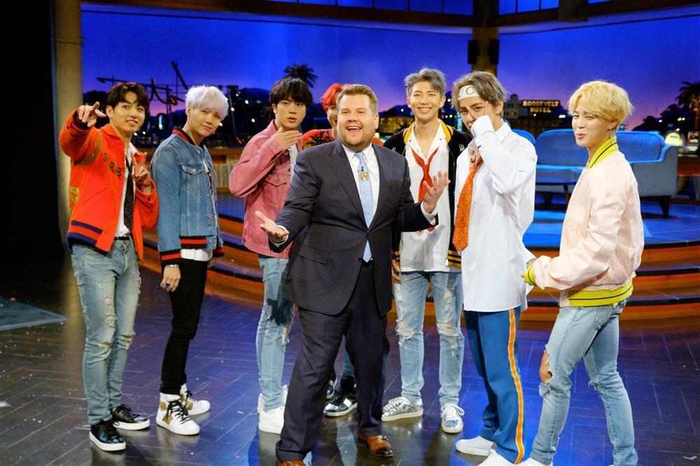 James Corden - MC tai tiếng, xem thường nhóm BTS-1