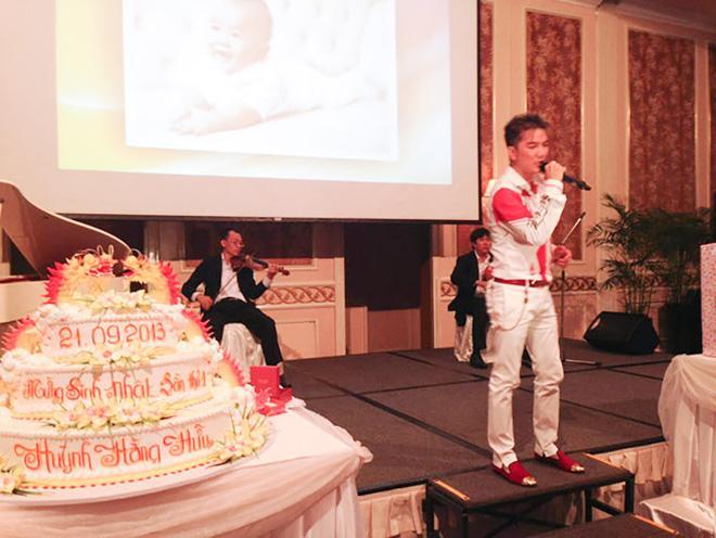 Đàm Vĩnh Hưng mặc style Fuho hát trong tiệc bà Phương Hằng-3
