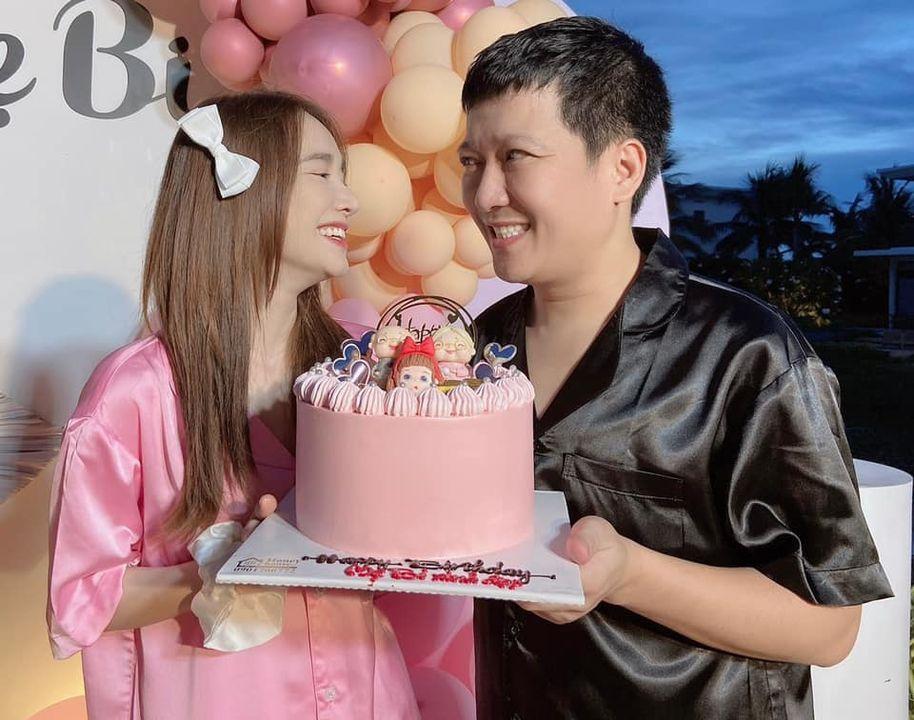 Vợ chồng Trường Giang kỷ niệm 3 năm cưới, ảnh sao cứ sai sai-3