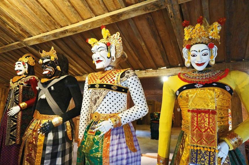 Chuyện tình sau ngôi đền thiêng ở Bali-1
