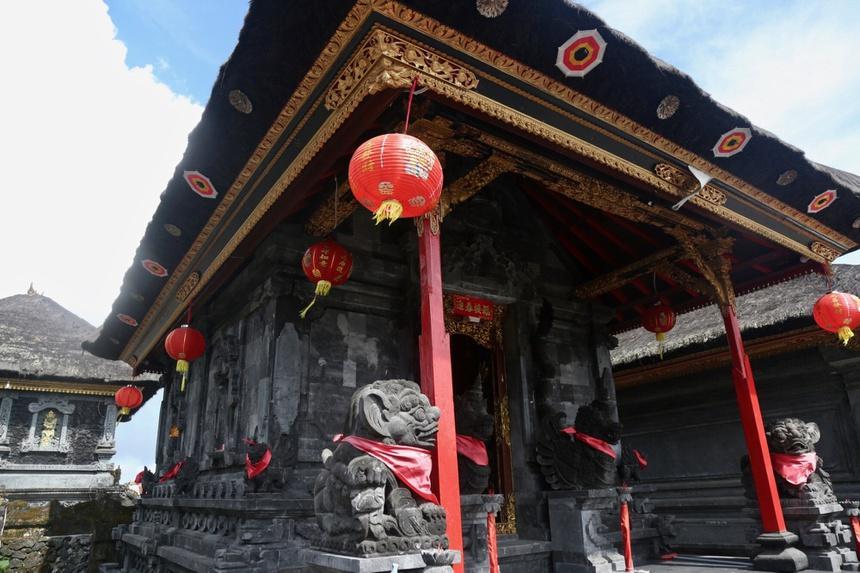 Chuyện tình sau ngôi đền thiêng ở Bali-3