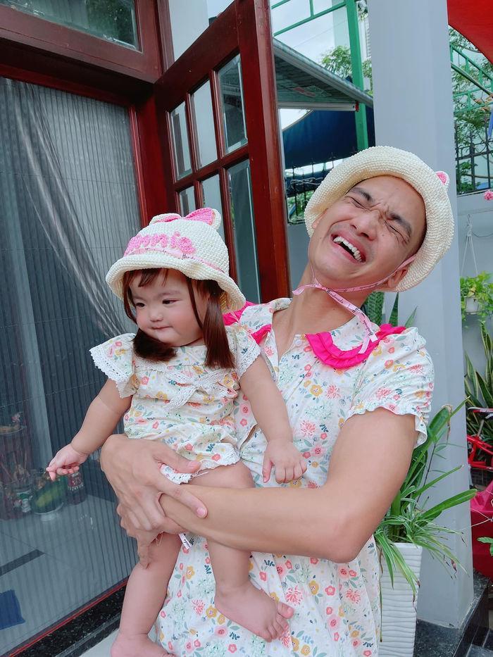 Kim Lý - Cường Đô La trông con: Người kín đáo, người thiếu vải-2