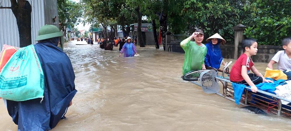 Thủy điện và hồ đập xả lũ, nhà dân ở Nghệ An ngập sâu trong nước-11
