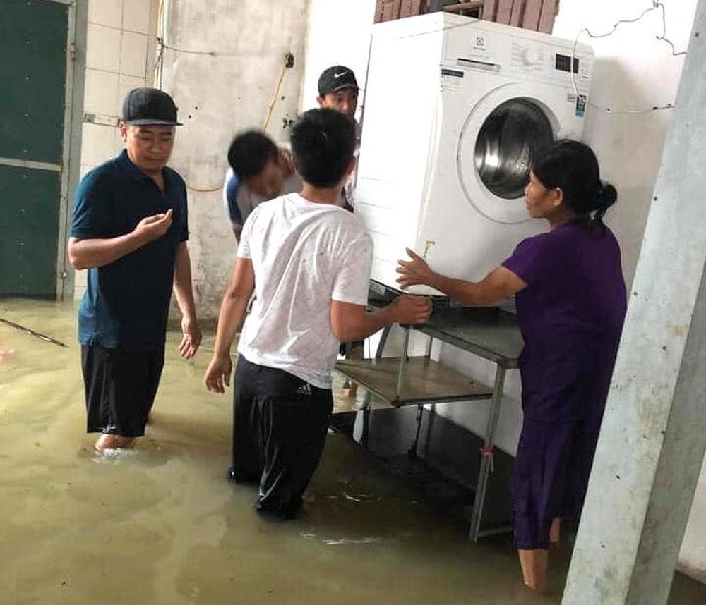 Thủy điện và hồ đập xả lũ, nhà dân ở Nghệ An ngập sâu trong nước-13
