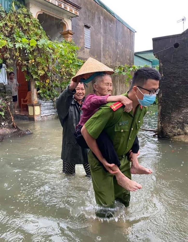 Thủy điện và hồ đập xả lũ, nhà dân ở Nghệ An ngập sâu trong nước-15