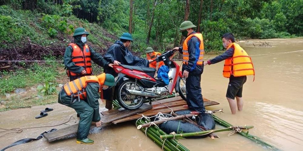 Thủy điện và hồ đập xả lũ, nhà dân ở Nghệ An ngập sâu trong nước-16