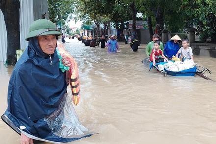 Thủy điện và hồ đập xả lũ, nhà dân ở Nghệ An ngập sâu trong nước