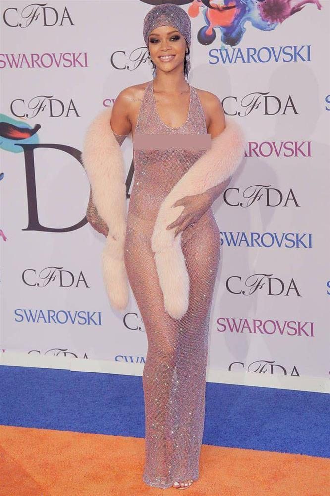 Váy khỏa thân được sao quốc tế chuộng hậu giãn cách-7