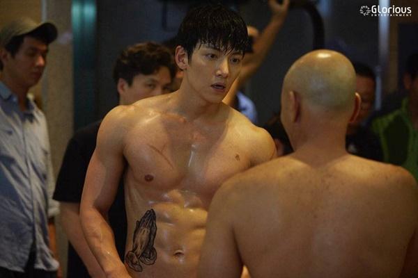 2 phim truyền hình Hàn no gạch đá vì để nam chính nude 100%-1