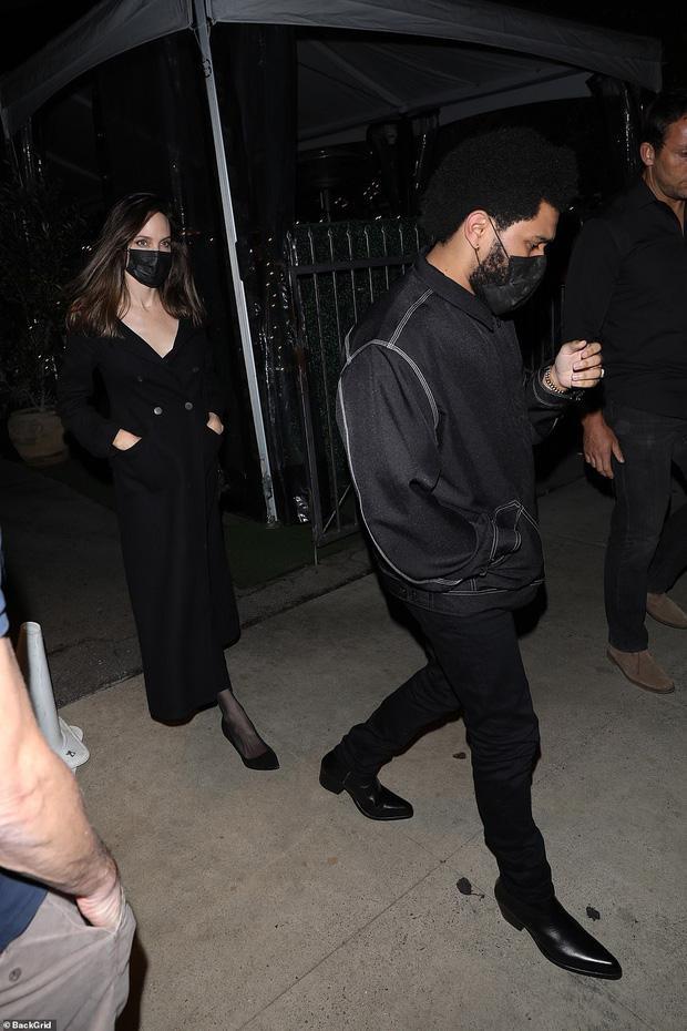 Angelina Jolie bị tóm gọn khoảnh khắc hẹn hò The Weeknd-1