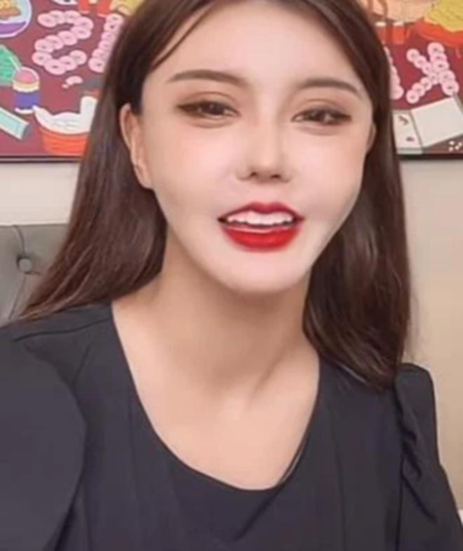 Hot girl 5 triệu follow lộ nhan sắc, hàng thật ngã ngửa-2