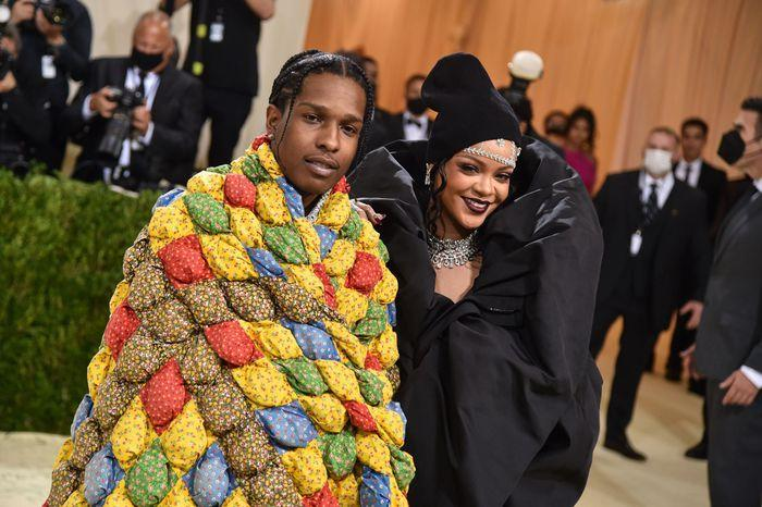 Trang phục nam rapper mặc ở Met Gala là chăn bông của người quá cố-1