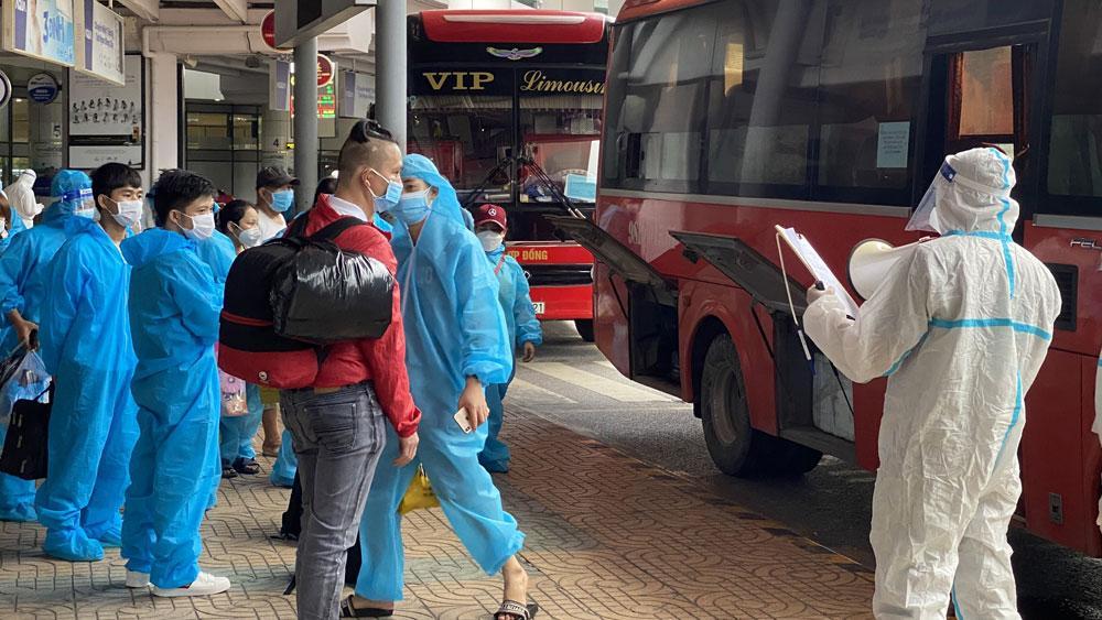 Bắc Giang có 4 ca Covid-19 trên chuyến bay đón người về từ TP HCM-1