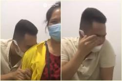 Chồng trốn sau lưng mẹ, co rúm khóc òa khi thấy vợ 'phải đẻ'