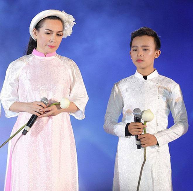 Hồ Văn Cường tái xuất, thay ảnh để tang mẹ nuôi Phi Nhung-3