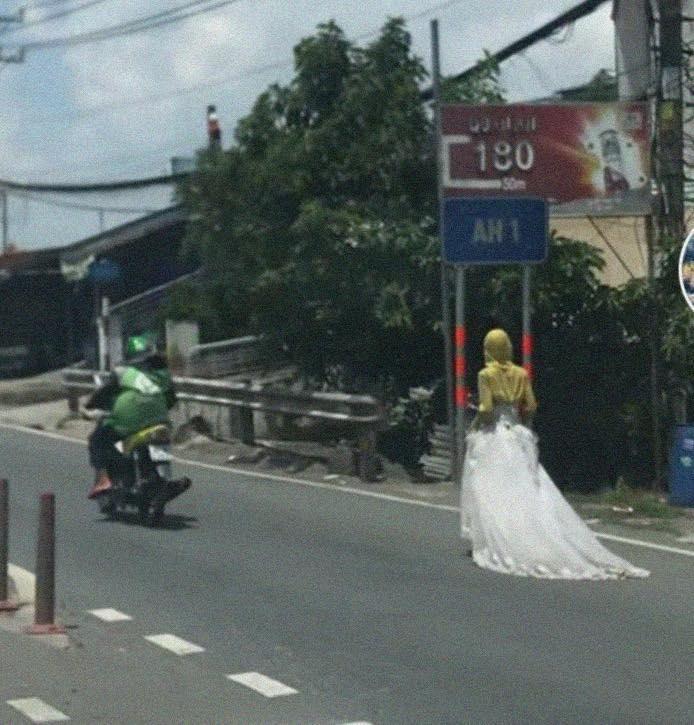 Bí ẩn cô gái mặc váy cưới đi bộ giữa đường xôn xao MXH-1