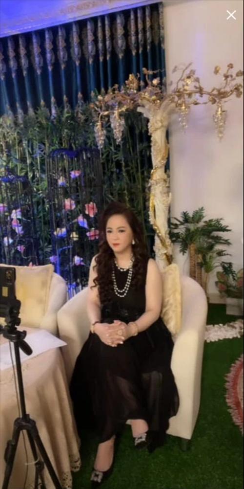 Bà Nguyễn Phương Hằng bày tỏ lòng tiếc thương với Phi Nhung-1