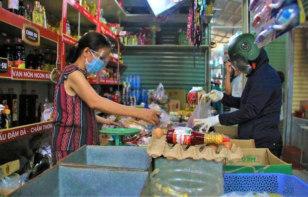 Người dân Đà Nẵng được tắm biển... hoạt động trở lại từ 0h ngày 30/9-1