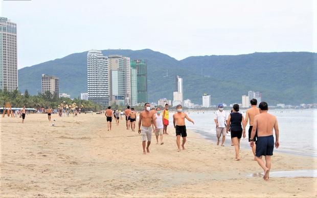 Người dân Đà Nẵng được tắm biển... hoạt động trở lại từ 0h ngày 30/9-3