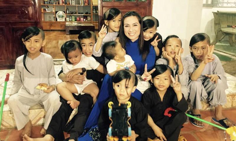 Một tỷ phú đứng ra nhận nuôi 23 người con của Phi Nhung-2