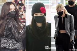 Sau Jisoo - Rosé, Jennie đổ bộ sân bay sang Pháp với chiếc mũ 'lạc quẻ'