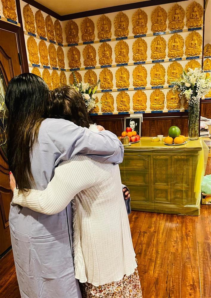 Cầu siêu Phi Nhung tại Mỹ: Con gái đau đớn trước di ảnh-4