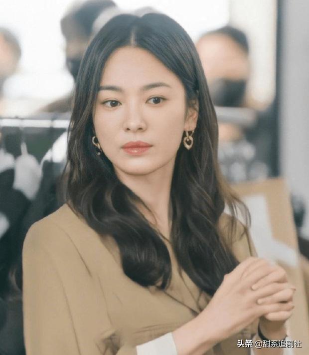 Song Hye Kyo chỉ là kẻ thế vai ở phim với trai trẻ Jang Ki Yong?-2