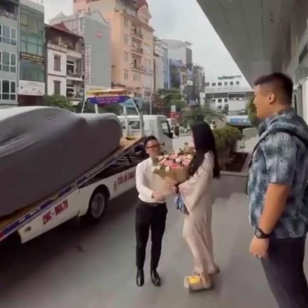 Danh tính cô dâu được người yêu tặng siêu xe Porscher 5 tỷ-6