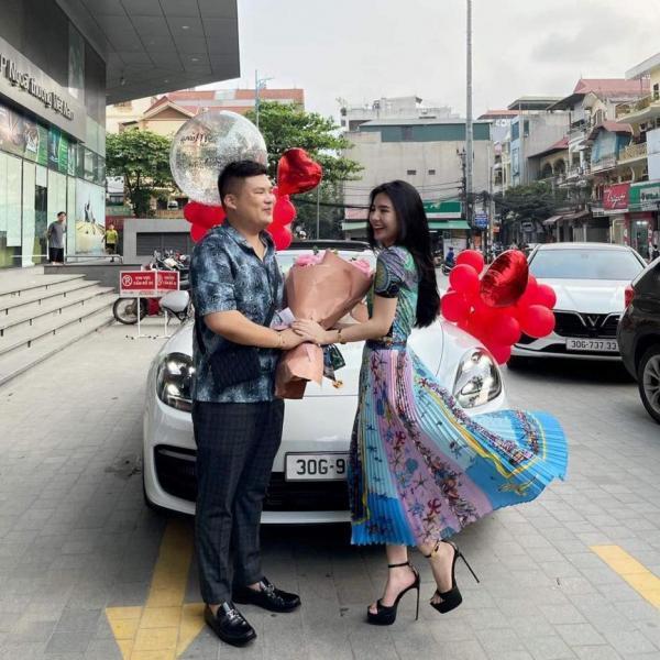 Danh tính cô dâu được người yêu tặng siêu xe Porscher 5 tỷ-3