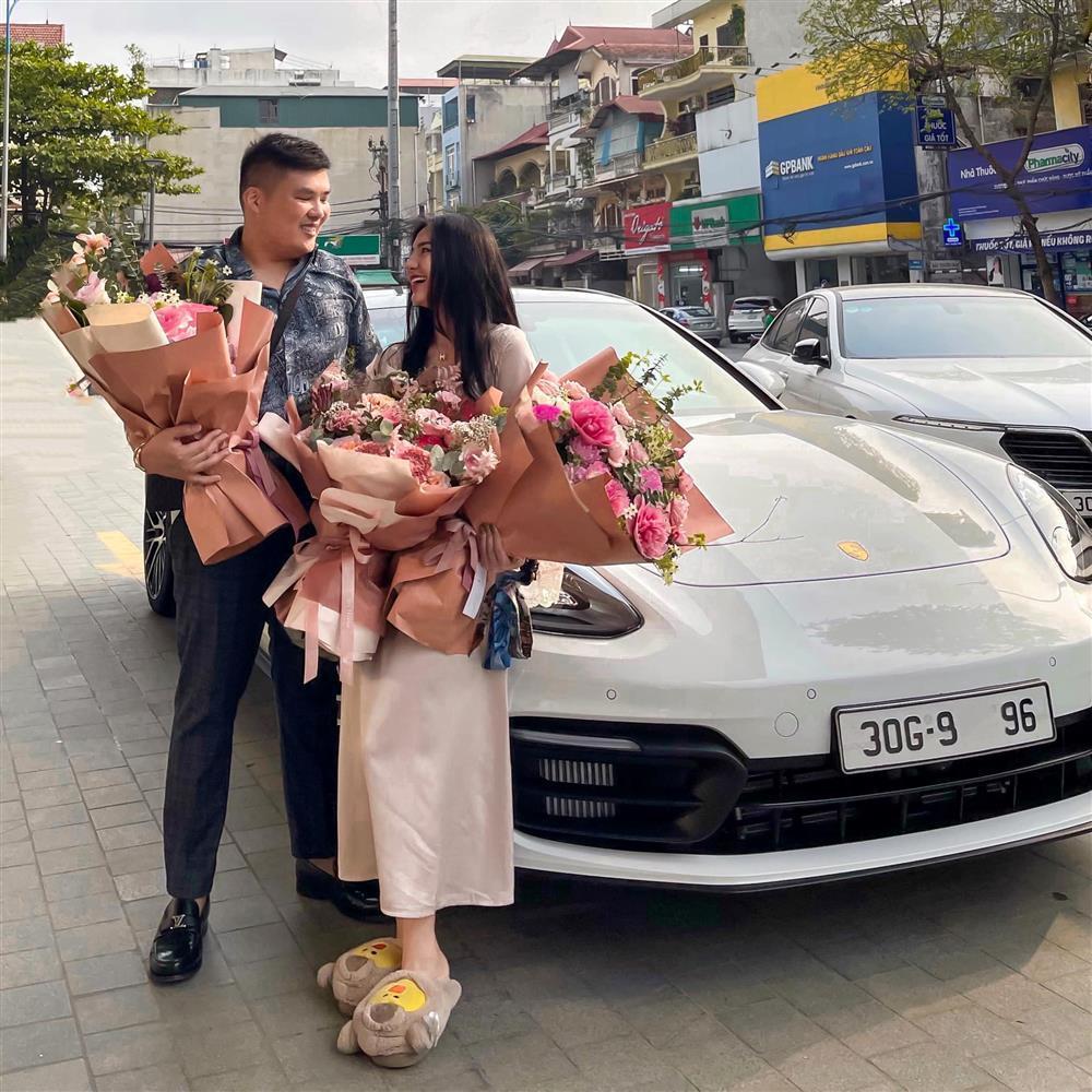 Danh tính cô dâu được người yêu tặng siêu xe Porscher 5 tỷ-4