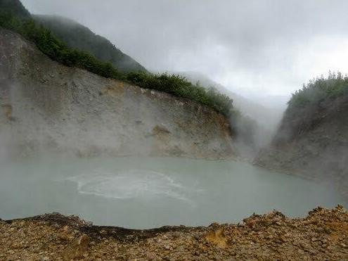 Bí ấn hồ nước sôi quanh năm, đến gần dễ bị bỏng hoặc tử vong-1