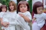Biểu cảm hài siêu cấp của con gái Mạc Văn Khoa khi đội tóc giả