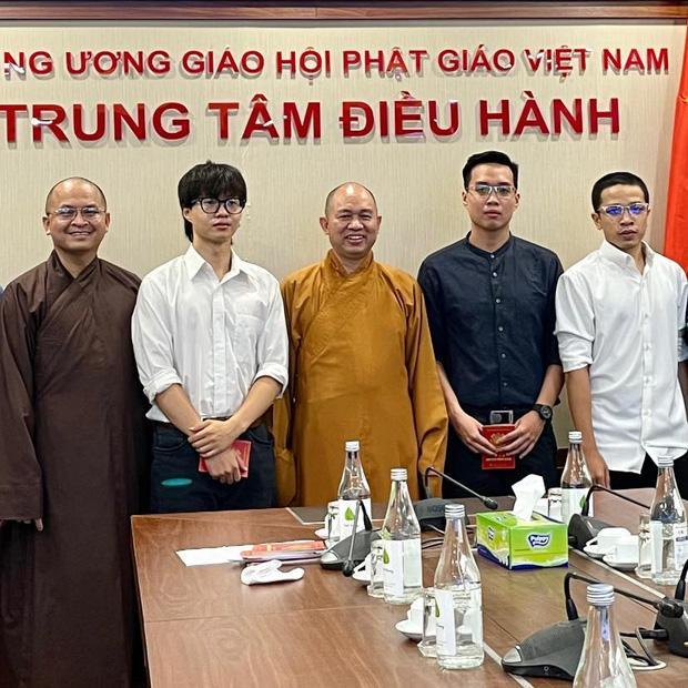 Nhóm rapper xúc phạm Phật giáo đến chùa sám hối, xin hối lỗi-3