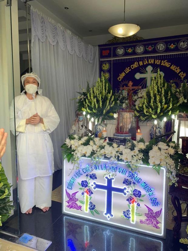 Hoài Linh ra mặt chịu tang bố sau 4 tháng nằm yên-1