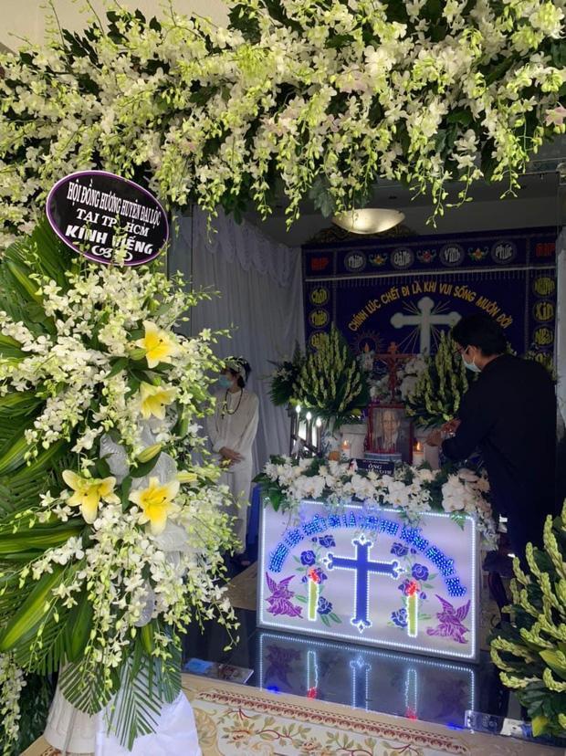 Hoài Linh ra mặt chịu tang bố sau 4 tháng nằm yên-2