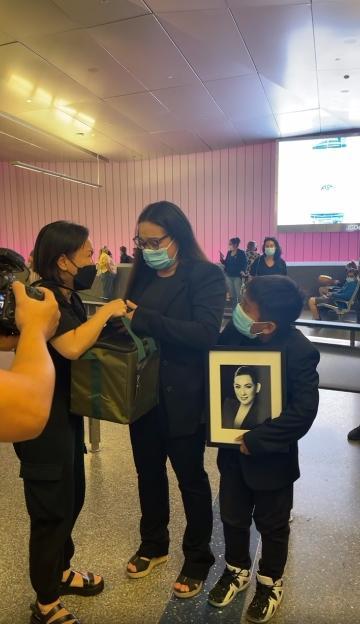 Việt Hương nhân đôi nỗi đau khi đưa Phi Nhung về Mỹ-4