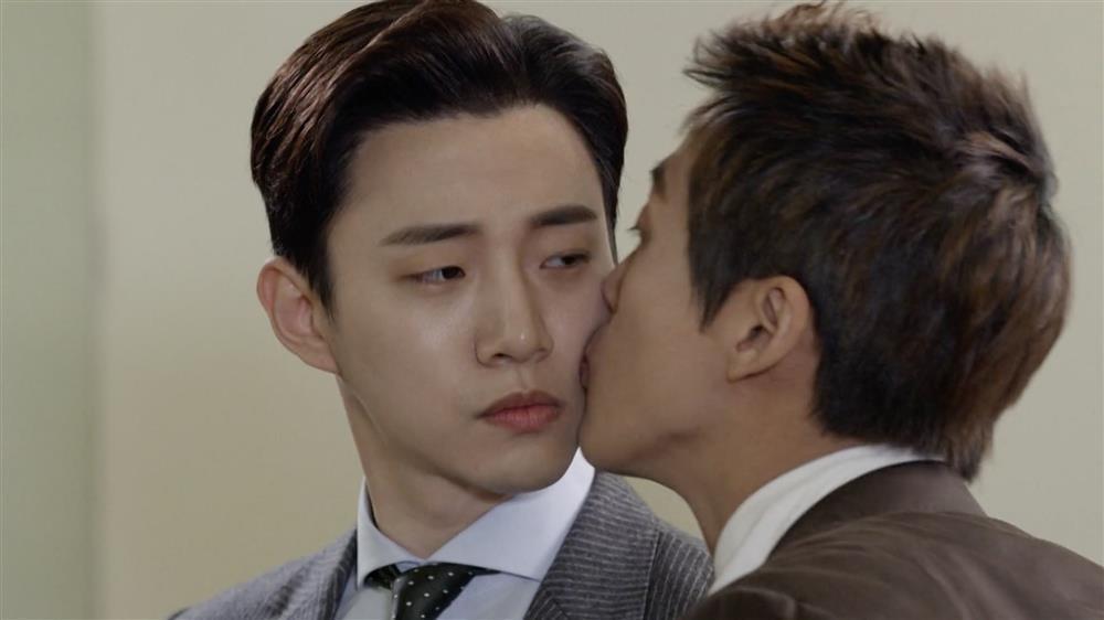 Những lần nữ chính phim Hàn bất lực nhìn vai nam chiếm sóng-7