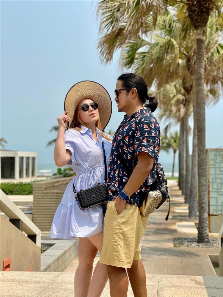 Ca sĩ Thanh Hà viên mãn ở tuổi 52 bên chồng kém 12 tuổi